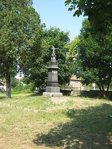 Паметникът в парка
